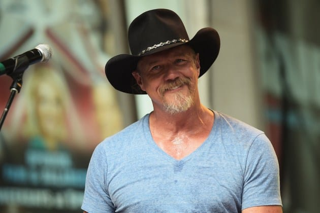 trace adkins helps family,trace adkins helps,trace adkins