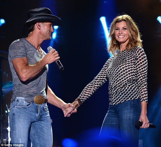 tim mcgraw,faith hill,surprise concert